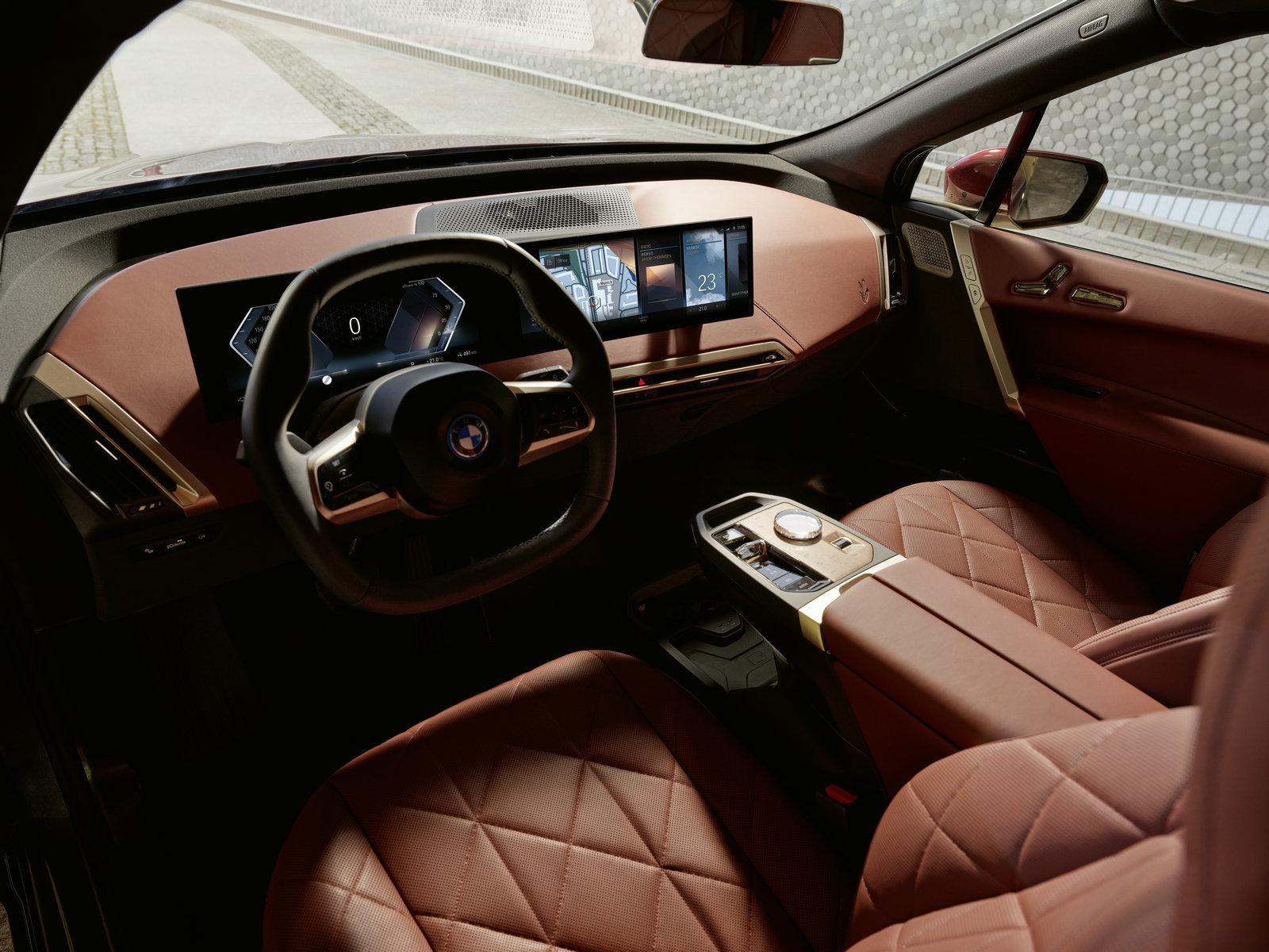 03. 创新纯电动BMW iX驾驶座舱.jpg