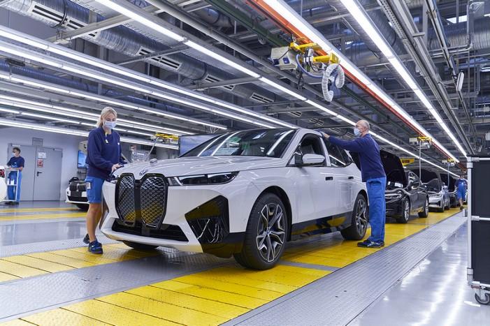 01. 创新BMW iX于丁格芬工厂投产.jpg