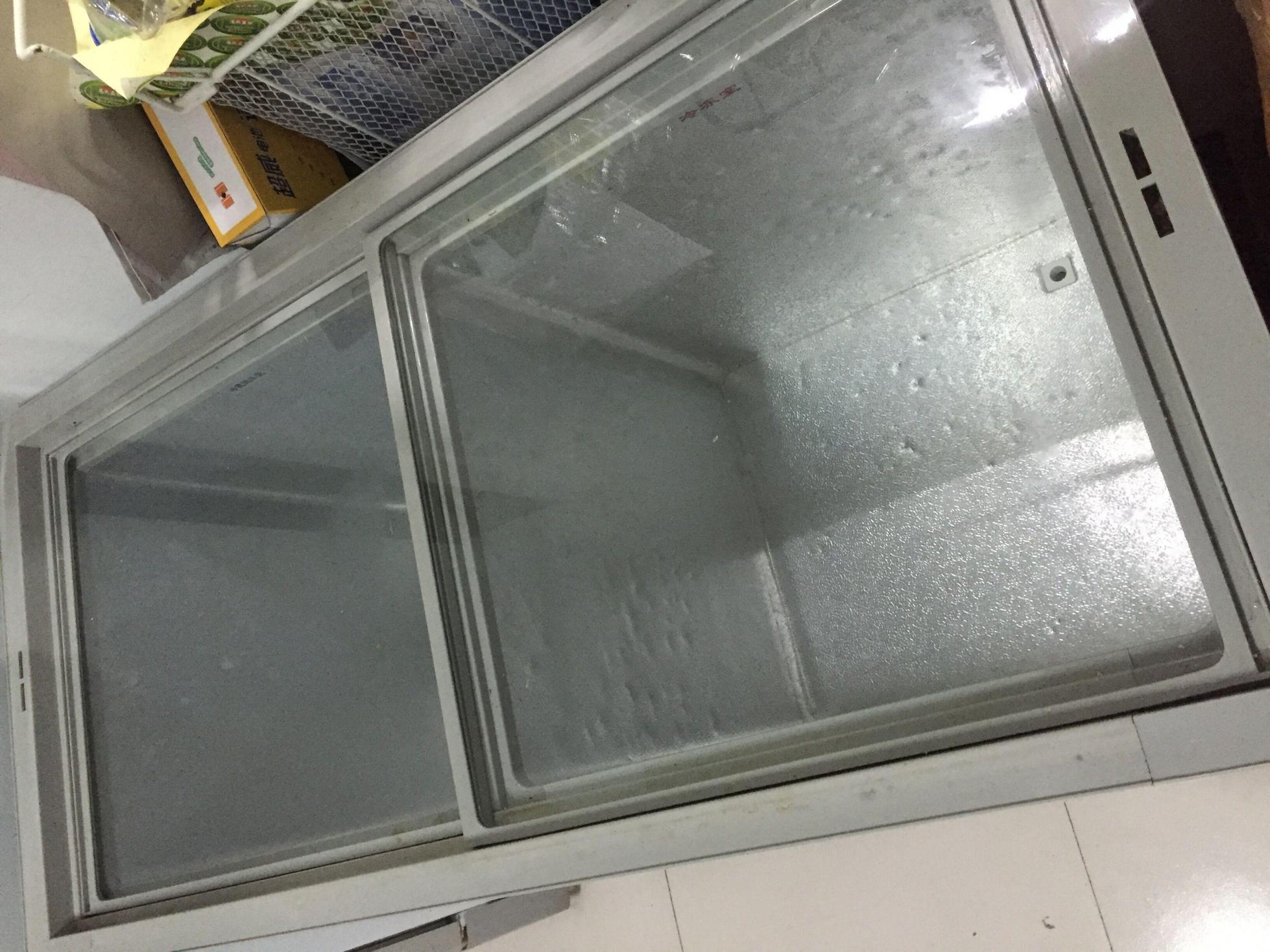 门店歇业 出售冰箱冰柜若干
