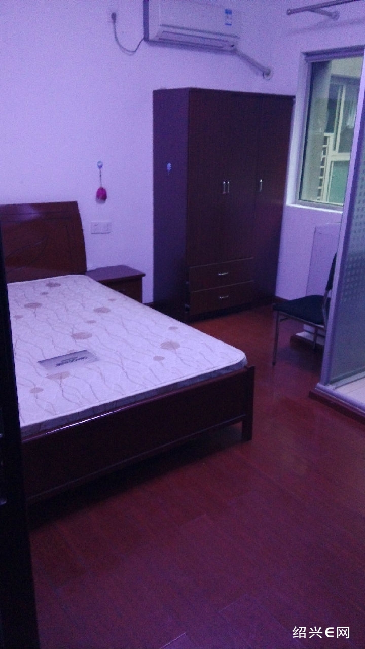 床,衣柜 .凳子.美的热水器,全自动洗衣机,空调,便宜出售