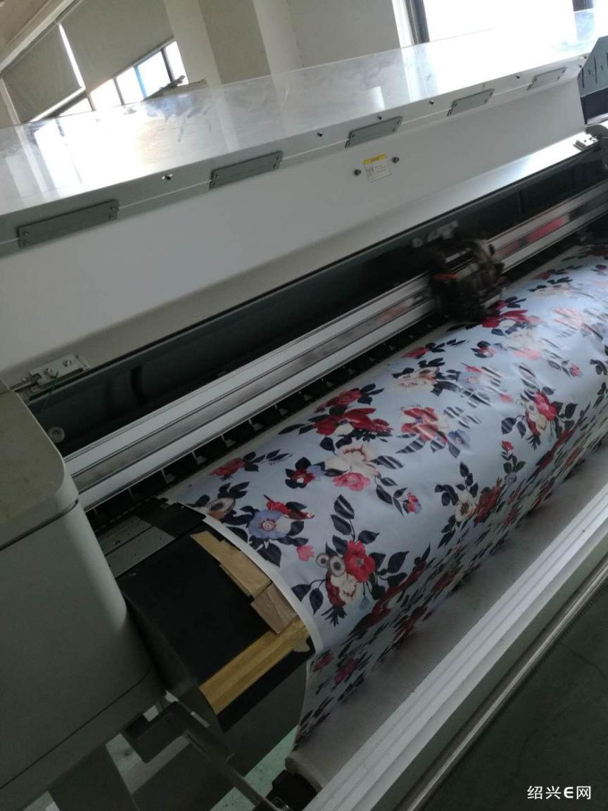 承接服饰裁片印花与匹布烫金印花,并安装服饰印花设备13957538056