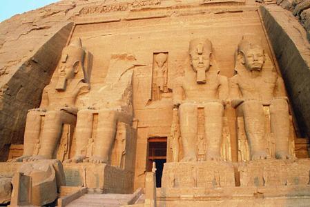 拉美西斯二世巨型石像