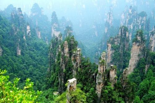 张家界国家森林公园、天门山(玻璃栈道)、墨戎苗寨、凤凰古城双