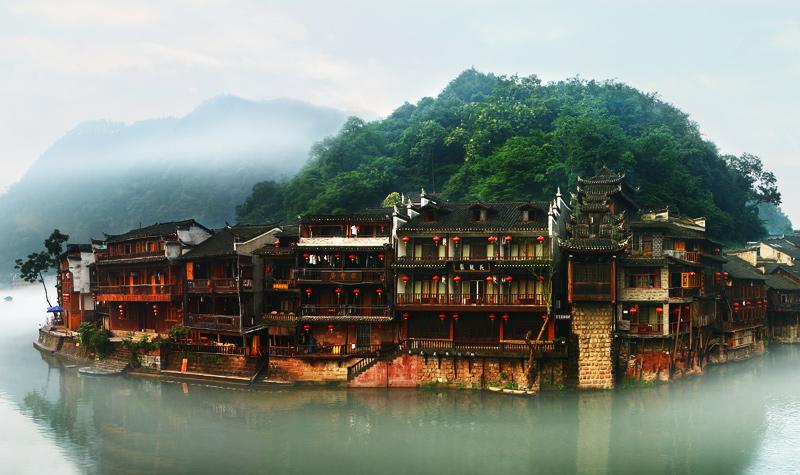张家界国家森林公园、天门山(玻璃栈道)、夯吾苗寨、凤凰古城