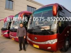 35座旅游大巴,有休闲桌的巴士
